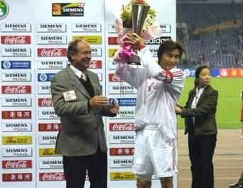 中国队0 0逼平巴西 里瓦尔多当选最佳