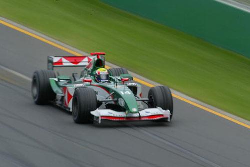 F1新赛季澳大利亚站 美洲虎赛车疾驰中
