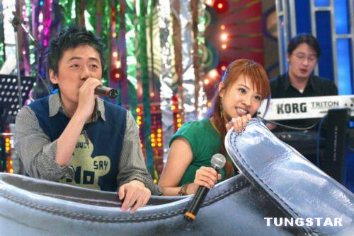 组图:蔡依林与小周杰伦合唱 夸他是头号fans