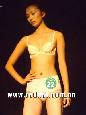 新丝路湖南模特大赛决赛:女模内衣走秀(图)