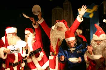 爬烟囱拉雪橇比赛 圣诞老人举行冬季运动会(图)