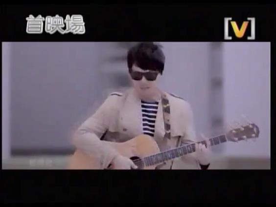 [视频]萧煌奇《另眼相看》MV