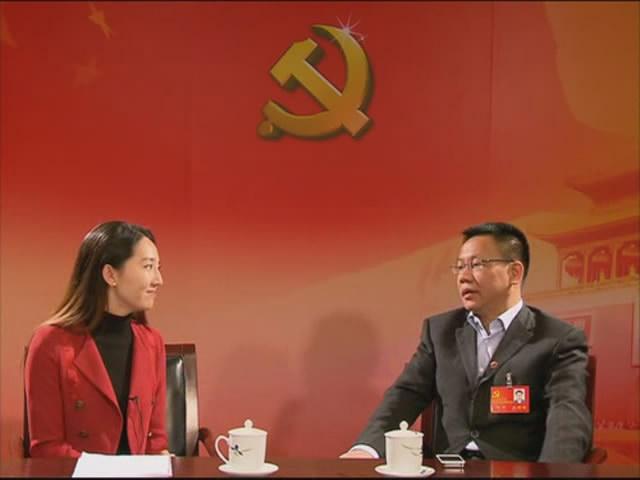 [新华社]专访十八大代表舒斌:新媒体搭建政府群众沟通桥梁(视频)