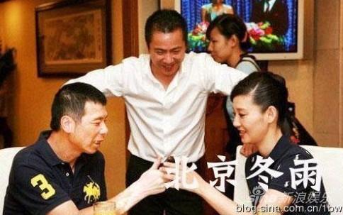 冯小刚 徐帆/[视频]徐帆冯小刚14年前婚礼视频曝光两人被逼啃香蕉