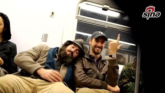 [视频]地铁温情正能量短片:靠在陌生人肩上睡着