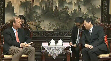 Du Jiahao Discusses Cooperation with Neil Bush