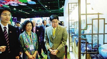 醴陵釉下五彩瓷曼谷展出 泰副总理:有机会去产地看