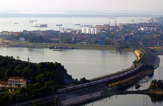 沿湖老城区远眺