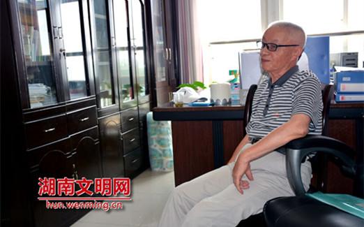 """湘潭大学退休教师曾子其坚持19年在青年学生中""""播种信仰"""""""