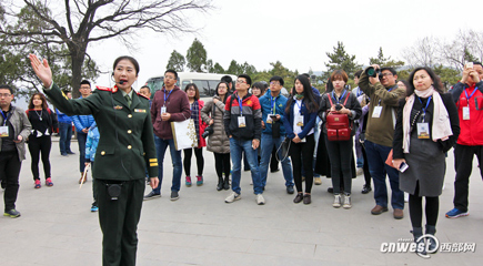 全国网络媒体陕西行采访团记者延安接受红色教育