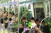 走入清凉世界!南京地铁车厢变身 充满夏日风情