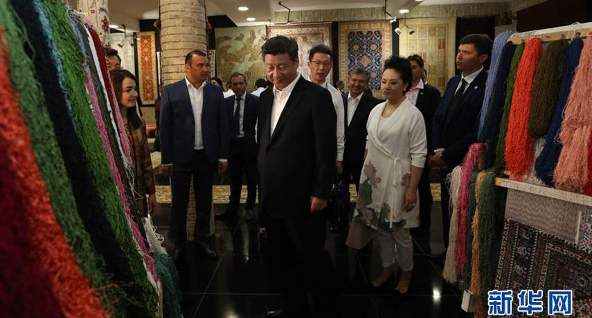 习近平参观乌兹别克斯坦布哈拉古城