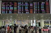 """台风""""妮妲""""来袭 深圳机场140班出港航班被取消"""