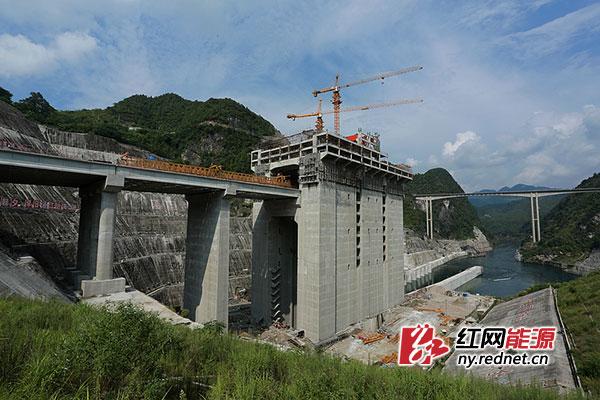 贵州构皮滩水电站通航工程1至4号渡槽工程全部架设完成,渠道全线贯通.