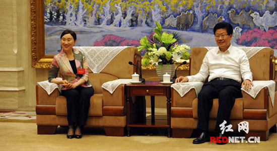 张春贤会见李微微率领的湖南省代表团一行