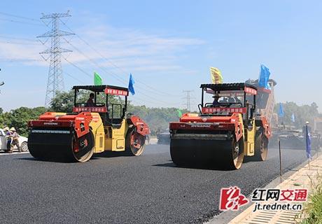 常安高速公路首段沥青路面试验段铺设完成