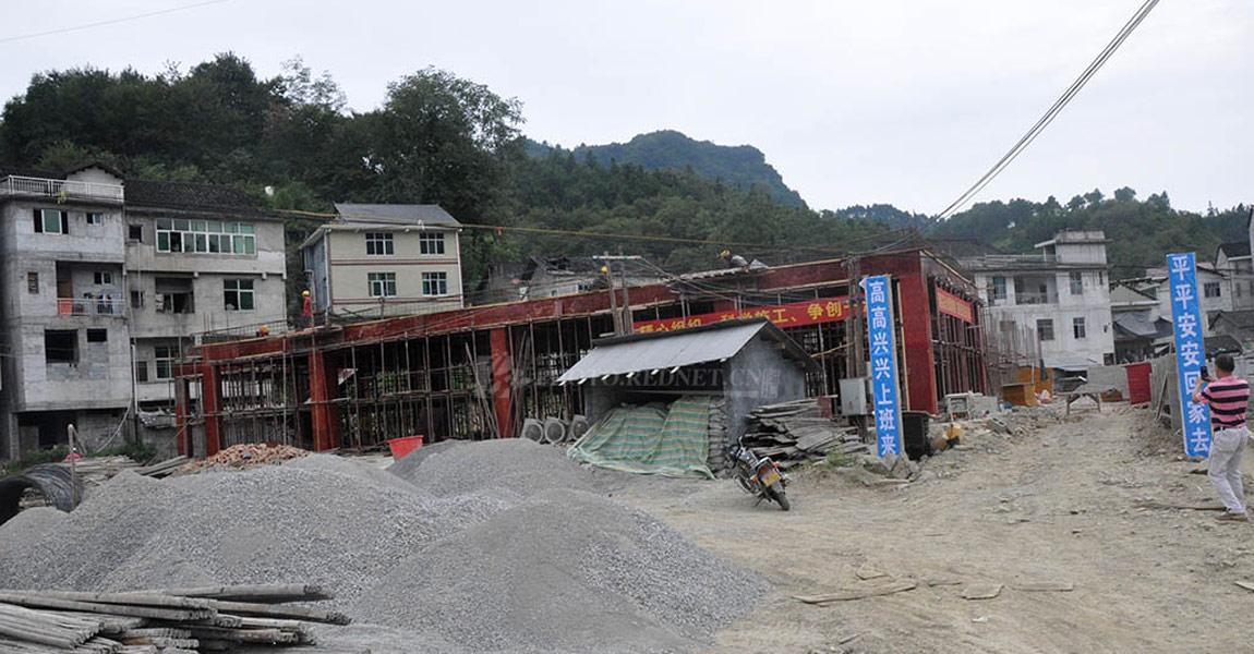 正在修建中的三家田村幼儿园,这是全村人的希望。