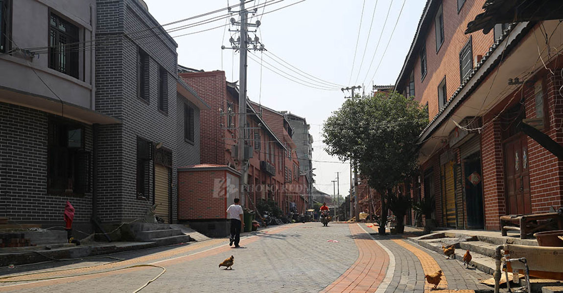 修整一新的县溪镇红军街。居民都说,这回复兴街(旧名)真复兴了。
