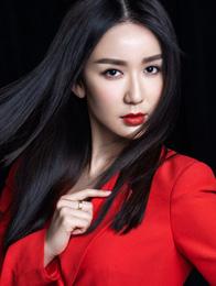 娄艺潇《一年级》开播 红唇导师写真帅气爆表