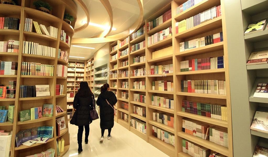 长沙图书馆新馆。这里古今典籍汇集,中外期刊荟粹,藏书百万,环境优雅,供你在书海畅游。