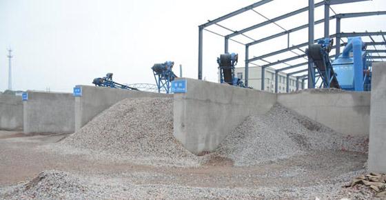 治理阶段的竹埠港将建筑垃圾再利用 生产成新的建筑材料