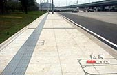 长沙首条新材质人行步道启用 隐形井盖无缝对接