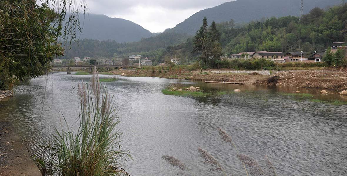 插柳村森林资源丰富,兰溪河穿境而过,自然风光旖旎,古建筑保护完整。