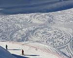 用脚踩雪绘巨图