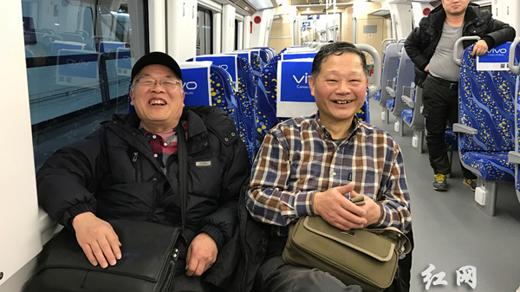 乘客万象:长株潭城铁开通运营 市民尝鲜首发(组图)