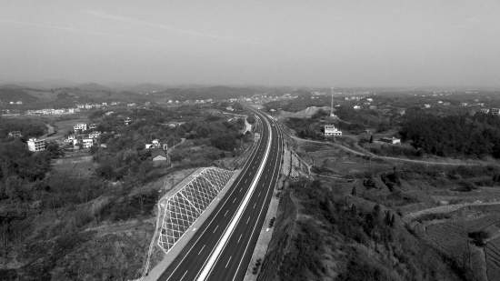 娄衡高速主线全长116.9公里,连接线7条,共长42.