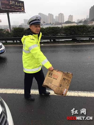 长沙高速交警全警归队上岗应对返程高峰