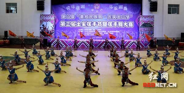 龙山县举办第三届土家族摆手节暨摆手舞大赛_湖南频道_红网