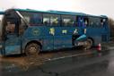 兰州大学一校车高速公路侧翻 实载44人23人受伤(图)
