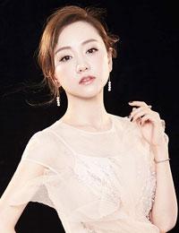 杨蓉时尚大片造型百变  眼神有戏女神范