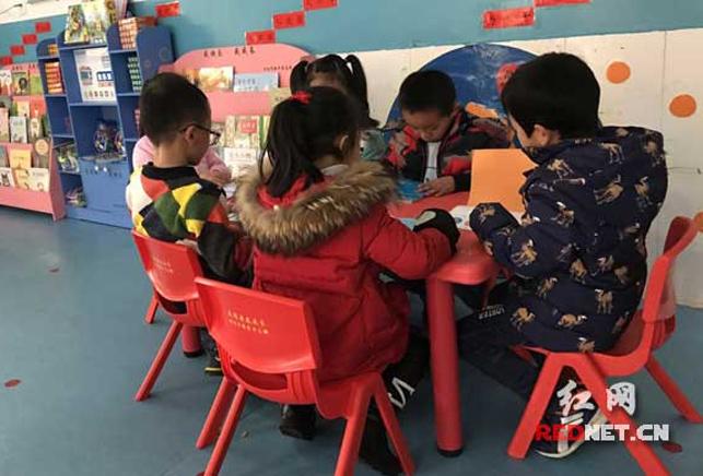 浏阳市新华书店免费为山区民办幼儿园建47个图书室