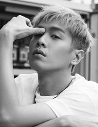 张若昀最新写真曝光 化身叛逆少年演绎最潮街头风