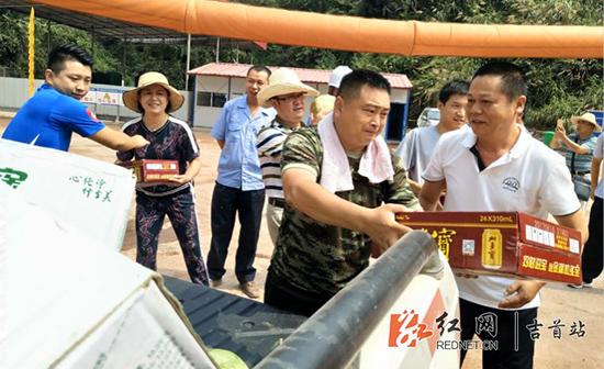 送清凉 湘西州、吉首市领导慰问高铁项目一线建设者