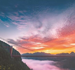 吉首市矮寨特大悬索桥横跨峡谷