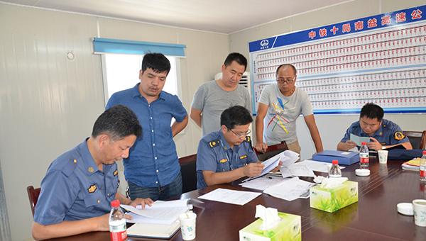 """湖南交通质安局""""突袭""""张桑高速 检查项目从业人员履约情况"""