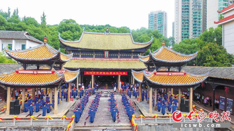 浏阳是一座厚重如书的城市。入选国家非遗名录的浏阳古乐在尘封60多年后,2015年在浏阳文庙再次奏响。