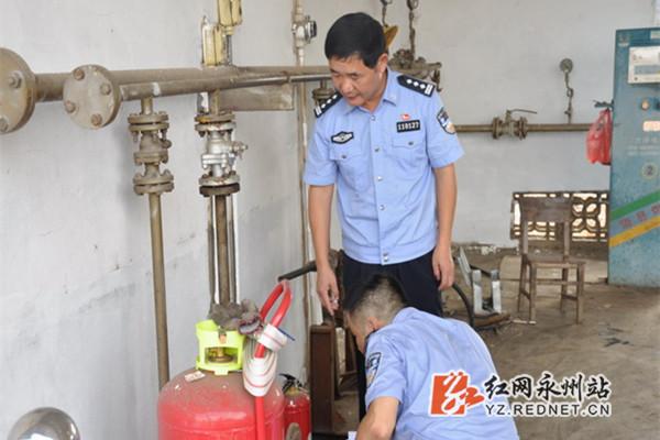 道县:李良刚检查涉爆物品从业单位