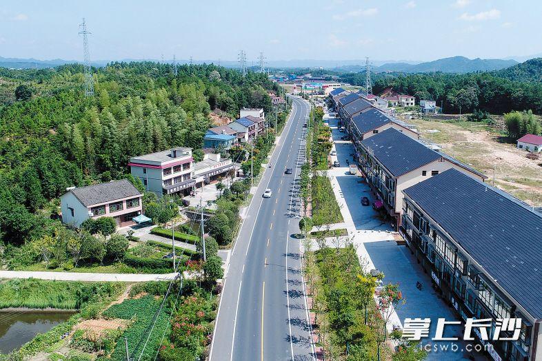 ←东八线等景观长廊串联起全域美景。