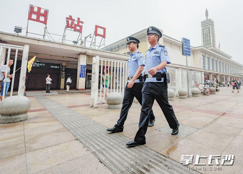 芙蓉区在火车站地区开展多部门联合执法,重拳整治违法乱象。长沙晚报记者 陈飞 摄