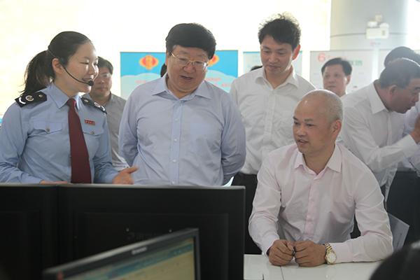 2016年5月,陈向群到长沙高新区国税局调研营改增工作。