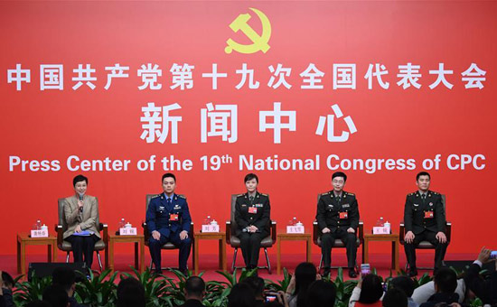 党的十九大新闻中心举行集体采访