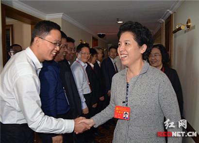 乌兰看望慰问湖南代表团工作人员