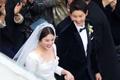 双宋婚礼高清大图 新郎新娘对视含情牵手