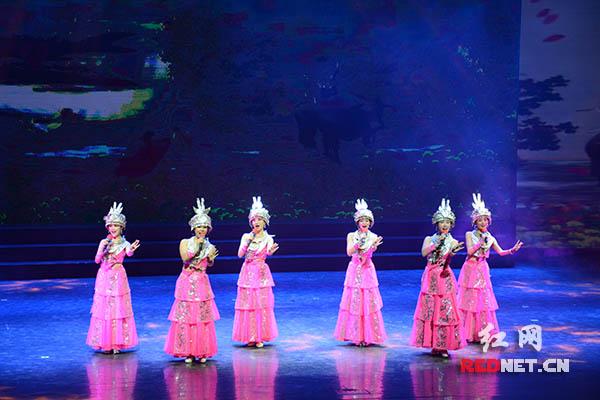 """""""欢乐潇湘""""在长沙:百万群众自己烹制的精品文艺大餐"""
