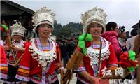 通道:湘桂黔侗族群众赛芦笙度佳节
