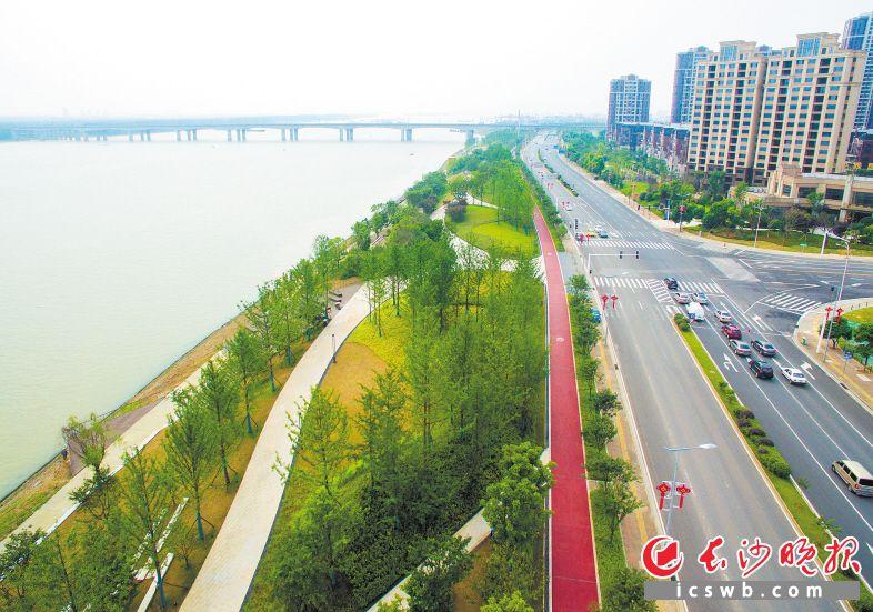 金霞经开区也是生态园区,图为湘江风光带金霞段。邹麟 摄